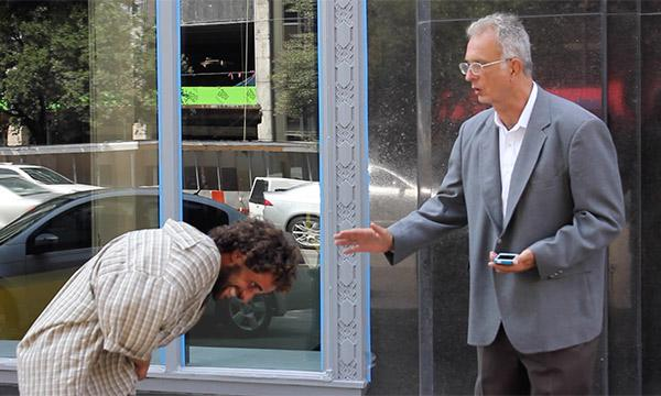This Is How Other People React When A Homeless Man Puts On A Suit. Shame On Us! http://t.co/KUQpgMTKml http://t.co/Xpd6eOFfbT