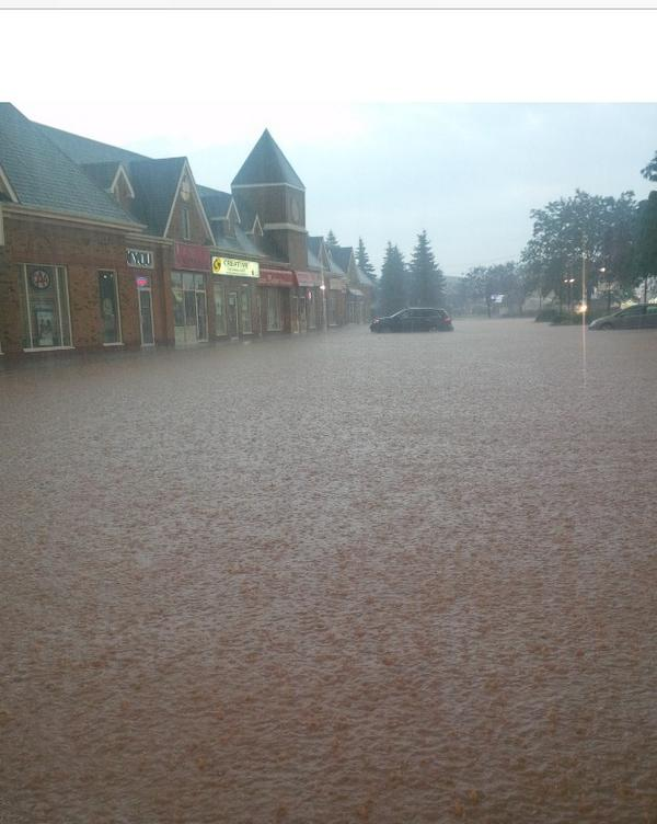 Streets have turned to rivers in #Burlington Ontario. #onstorm http://t.co/LOwD09vocm