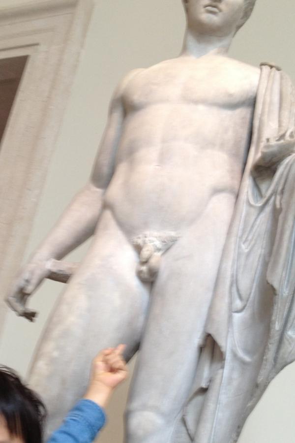 メトロポリタン美術館で、うちの息子達は「ちんちん探し」で大興奮。 確かにおびただしい数が。その視点では回った事なかったので、目から鱗ではありますが…。 http://t.co/faDaK5WXSS