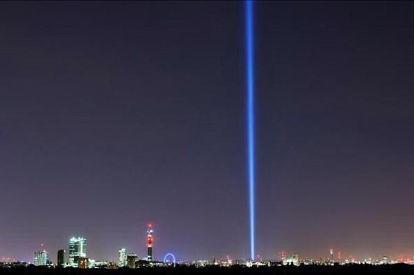 A single beam of light points to the sky over London tonight to mark the 100th anniversary of the outbreak of WW1 http://t.co/2A56sUhL8b