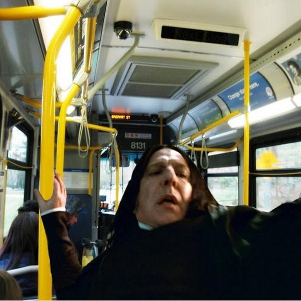 Como eu me sinto quando o motorista do ônibus breca bruscamente! (Via 9gag) http://t.co/FYHUfOvU5s