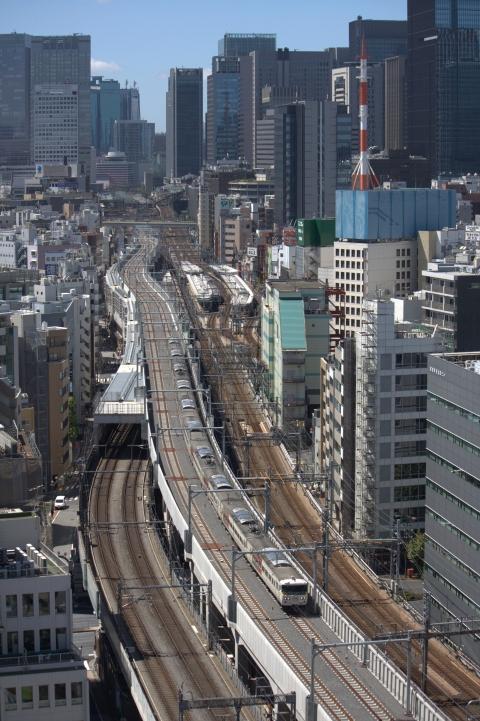 東北縦貫線試運転記事の写真は阪急阪神第一系のレム秋葉原から撮ったのだけど、客室からの景色は正直微妙だった。ただ、通路端の窓からは東京方の線路がきれいに見えた。 http://t.co/ty7caeAGcH