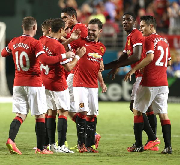 United players celebrate Juan Mata goal [via @ManUtd]