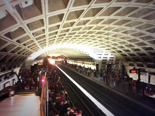 The perils of commuting on metro: http://t.co/UN1WBRpnZu