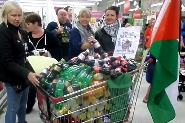 Belfast demonstrators remove 'Israeli' goods from shelves of Sainsbury's in protest over Gaza http://t.co/lg9TsSajMr http://t.co/JshN8nV31j