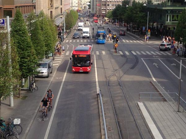 Complete street Stockholm: peds, bikes, bus, tram and cars. (And trees!) http://t.co/pohVn230vG