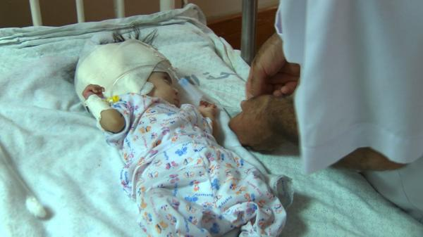 Doctors don't know this boys name. All his relatives are dead. Serious head injury. About 3 months old #Gaza http://t.co/dMOV7M0O9d