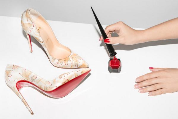 What's better than red nail polish? @LouboutinWorld red nail polish. http://t.co/ExLp1kZM9O http://t.co/R7rND1LH2a
