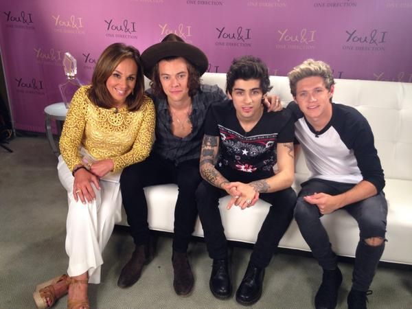 Much thanks to @Harry_Styles @zaynmalik @NiallOfficial @onedirection #1DFragrance #GDNY http://t.co/NKj1iaOr6I