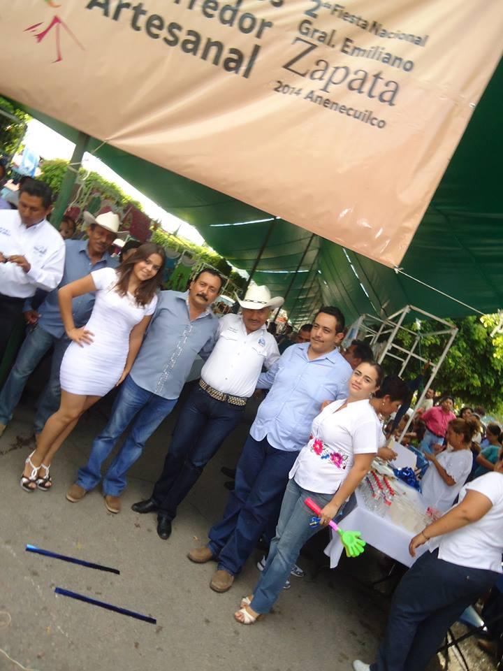 Acompañamos a @jmTABLAS y a la Directora de Turismo a la inauguración del corredor Artesanal en la #TierradelJefe http://t.co/evsnCMRm9I