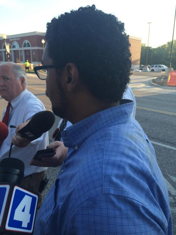 @AntonioFrench released from #Ferguson jail. Says he's received no charging documents. #FergusonShooting http://t.co/Vw2EDh8KdK
