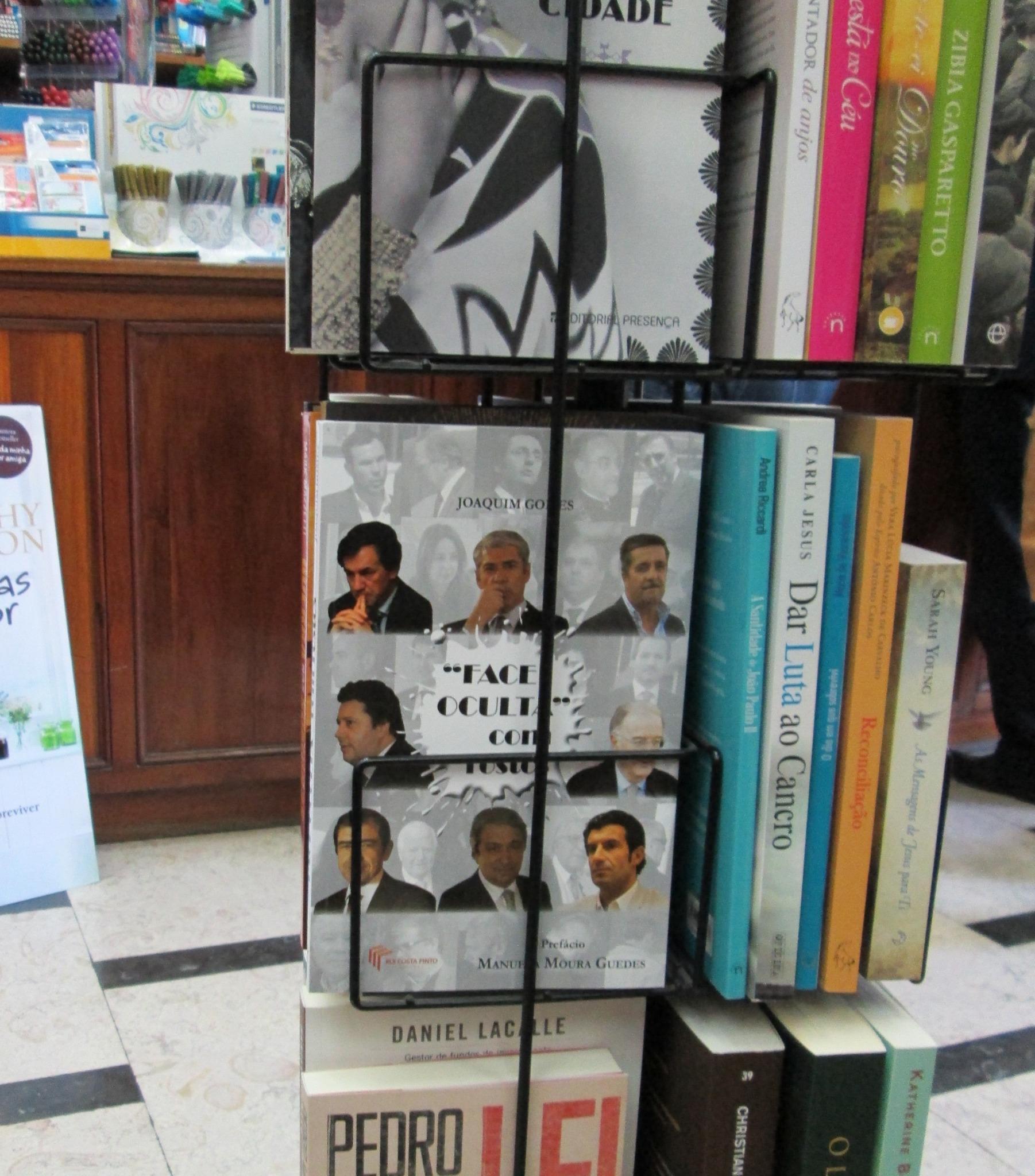 FACE OCULTA COM ROSTOS, de Joaquim Gomes  À venda na Porto Editora   LER + http://t.co/qgZaCJiWbH http://t.co/gYw7cy9rV4
