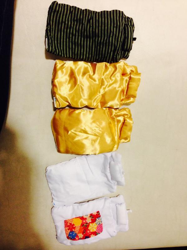 ヤバイwww夕飯の買い物に来たらまだガチャポンにスマホのお布団あったから五回回したら二つもシークレット出たww金色えげつないwwwwwしかも他のより比べて金色のお布団ふかふか‼︎さて、帰ったら誰寝かそうかwwww http://t.co/1kfQdlzLsc