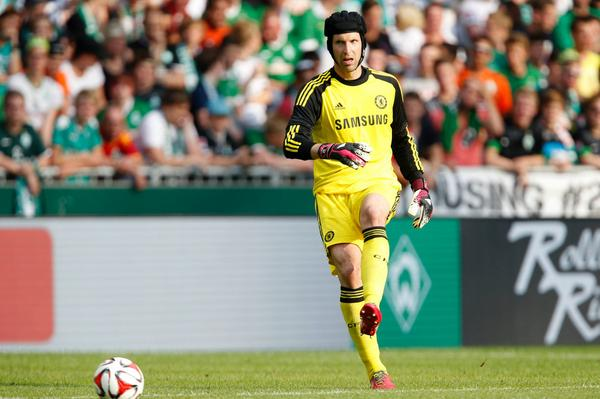 BubNzEPIEAAWOxd Real Madrid move for Petr Cech, Chelsea linked with Varane [The Times]