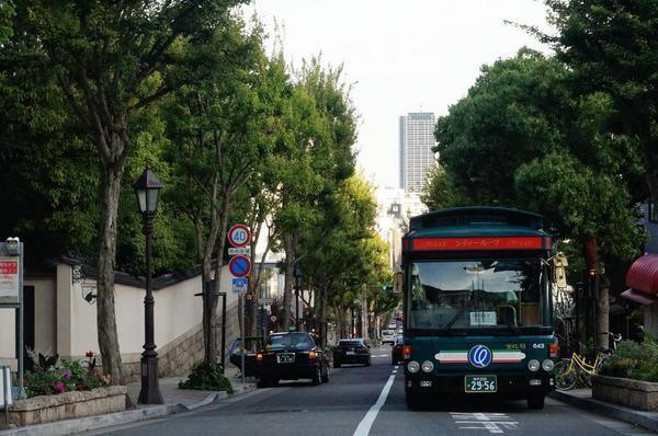 毎日見てるとわからないにゃ♪ RT @hgKOBEjp: 神戸北野坂。坂を登りきって振り返ると素敵な風景! #kobecity #神戸 #坂道 http://t.co/FBlDTpMvEA