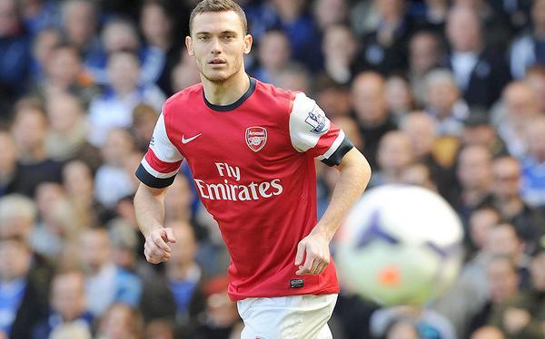BubiKNAIUAAobD9 Barcelona send executive to sign Arsenals Thomas Vermaelen, Man United still keen [El Mundo Deportivo]