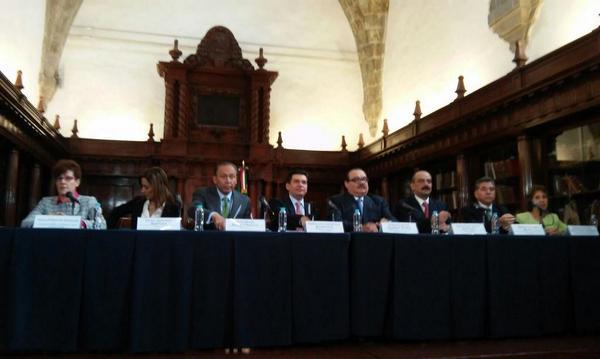 En estos momentos, titular de la SEDATU @jc_ramirezmarin y @ReyesBaeza  @fovissstegob ofrecen conferencia de prensa http://t.co/ZfJGtn2IZ1