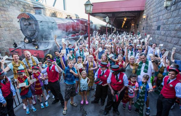 Retweet if you were (or wish you were) one of the 1M to ride the Hogwarts Express! http://t.co/jpgkpEIsKD