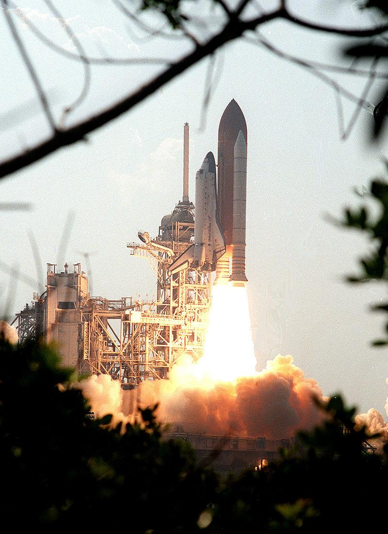 #Now in 2001 Space Shuttle Discovery with STS-105 crew to #ISS bringing Exp. 3 to the station http://t.co/VThyLyyw2s