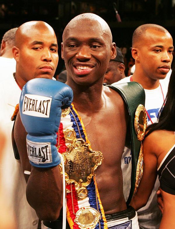 He's back! @AntonioTarver returns Sept. 19 for heavyweight bout against @Johnathon_Banks.  http://t.co/Zz6O9vWfAC http://t.co/zBzQpJQokN