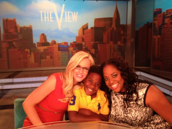 @JennyMcCarthy and @SherriEShepherd  with the future mayor of NYC. http://t.co/ZH6WfFrwKY