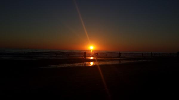 @hacerfotos Puesta de sol en El Palmar (Cádiz). Sin filtros, del móvil a twitter :) http://t.co/T9S7h3qkwz