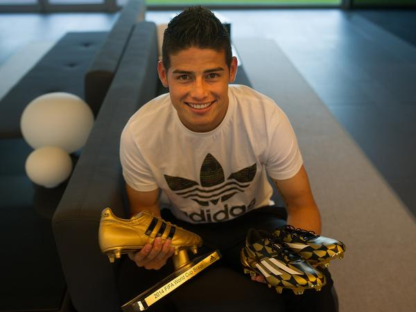 Take a look as @jamesdrodriguez receives the @adidasfootball Golden Boot. http://t.co/UxAi8o35nL #WorldCup2014 http://t.co/LoxrFR6N0O