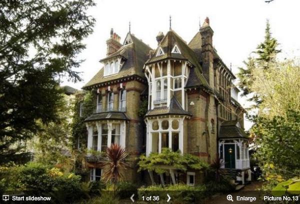 南ロンドンで現在売り出し中のこの大きなお屋敷(11部屋・室内650平米・価格約5億6500万円)、19枚目の写真の部屋がとても気になる。 http://t.co/SSvWarwxjO http://t.co/Dh2GnECpjU