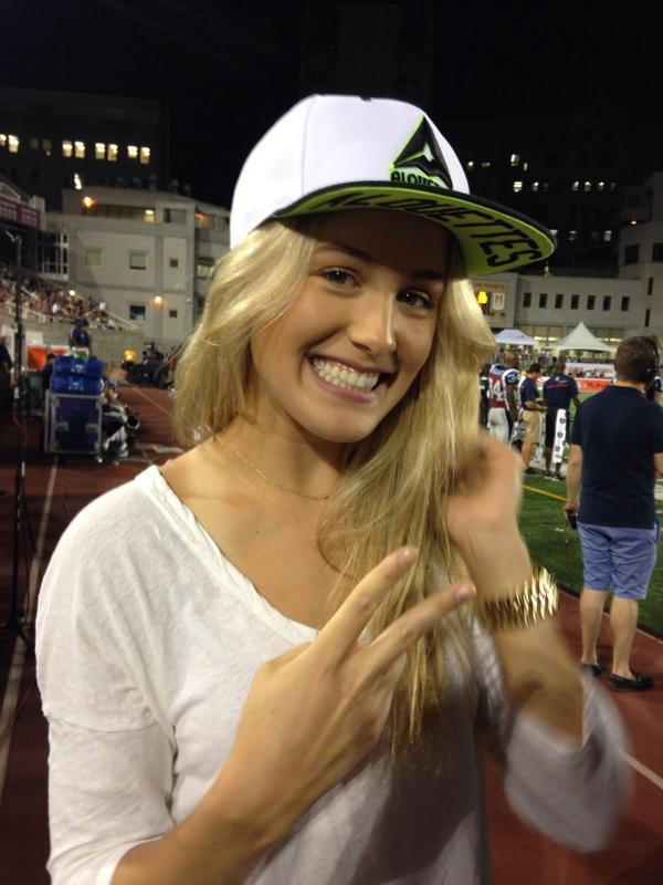 Devinez qui se trouve avec nous ce soir! // Look who's in the house tonight! #Alouettes (cc @geniebouchard ) http://t.co/KjZF9xmvaP