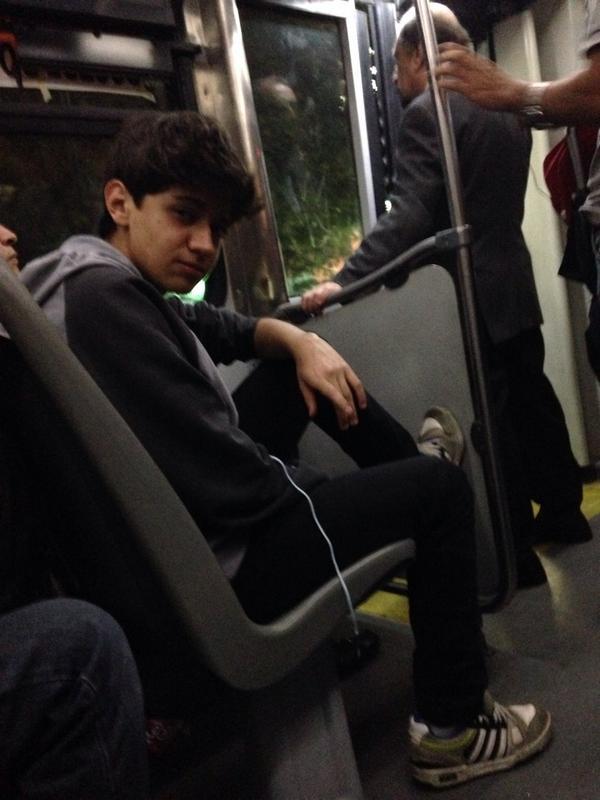 harold azuara (@haroldazuara): #Metrobus #YOLO #CarmenSalinas #Adidas #AudifonoSiniPhone #HarolditoFlow http://t.co/lCxwYGKt62