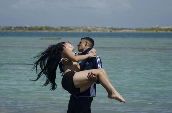 JiMENA  ARAYA (@JimenaarayaVzla): MI BABY LOS MOMENTOS VIVIDOS NADIE LOS PODRA BORRAR.CUIDAME COMO SIEMPRE LO HACIA BABY TE AMOOOOOO http://t.co/65JhBFoMk2