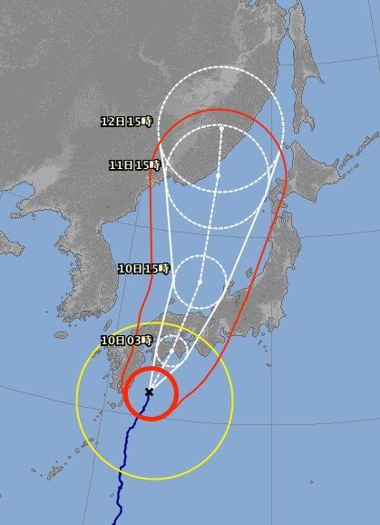 台風11号(ハーロン)15時時点での進路予報図をみると、今遅いけど上陸したら半日程で日本海に抜けるみたい… http://t.co/fY0Jhpw6oH https://t.co/alF9ksDZj1