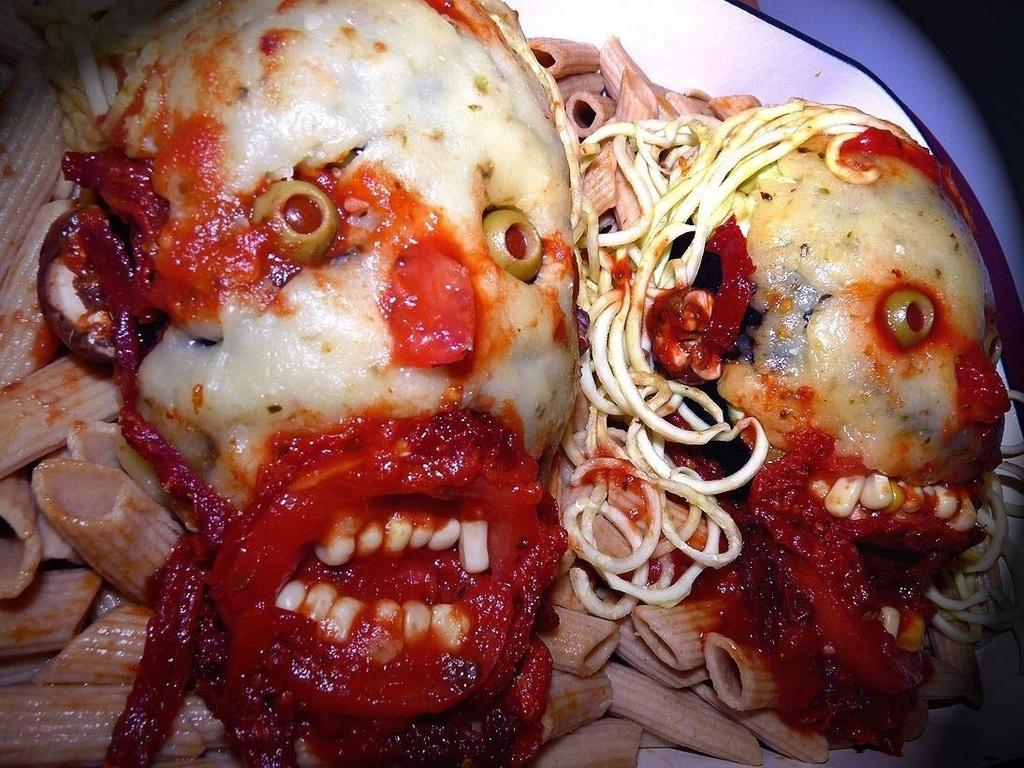 Now THAT'S Italian! Fulci Lives! #horror #zombies #pasta http://t.co/P1F7Vyl4fy
