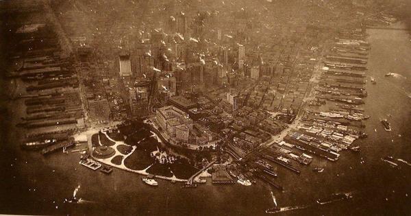 Первая фотография Манхэттона с высоты птичьего поле, 1922 год http://t.co/BJTfvfyOlC