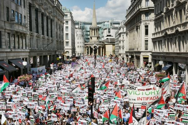 Oxford Circus, London, right now #Gaza  via @GettyImages http://t.co/oKLYh7ppHV