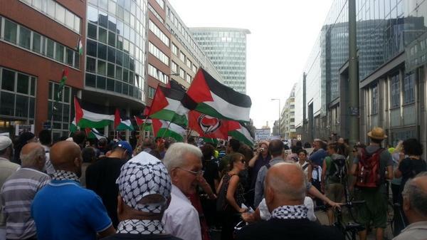 March for #Gaza. #Berlin http://t.co/xrJFNx9z1n