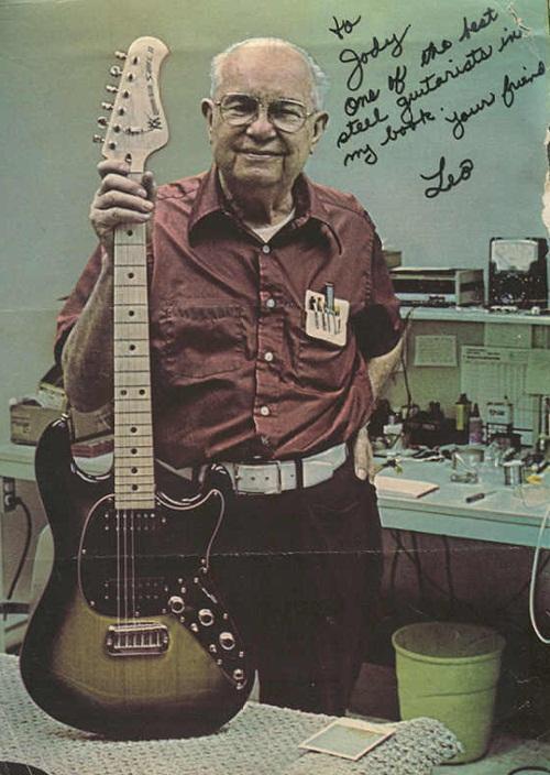 #UnDíaComoHoy  Pero de 1909, nace el inventor y laudero Leo Fender, influyente en el desarrollo de la guitarra http://t.co/0bd9RxGaG4