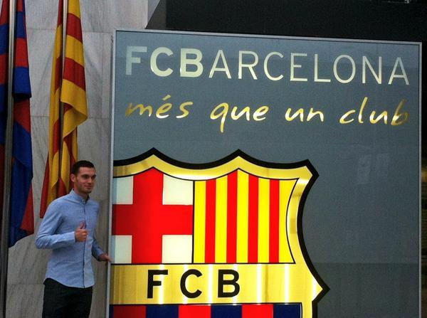 Thomas Vermaelen a les oficines del Barça. http://t.co/tkdxTqJzZh