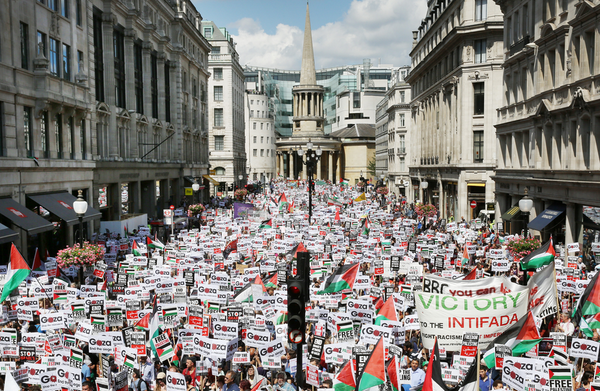 150,000 protest in London for end to 'massacre and arms trade' http://t.co/ZyA7fRT1Qs #GazaA9 http://t.co/eJEztmbzXH
