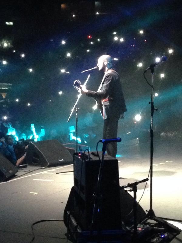 """""""Aquí te espero"""" así comienza @AbelPintos su show en #RadioDisneyVivo. http://t.co/KloUzyX0Fk"""