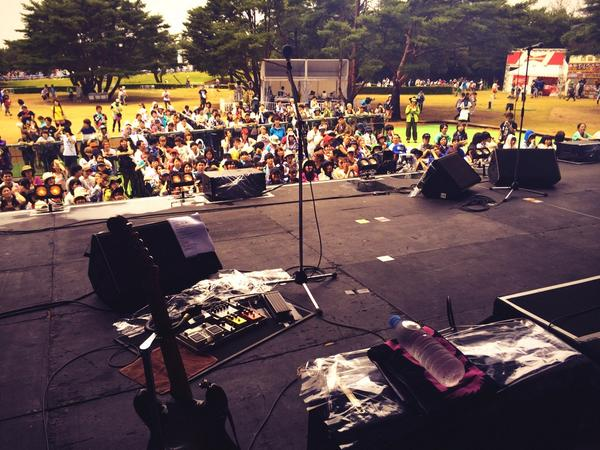 """ROCK IN JAPAN 2014""中田裕二 at Park Stage 奇跡的な晴れ空に恵まれ終了しました。ありがとうございました!写真はサウンドチェック時 http://t.co/WTueOPnARF"