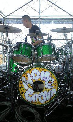 ハイエストでお目見えできなかったPUSHIMお手製のドラムセット☆ http://t.co/kkdRHfAUmx