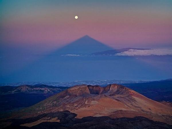La sombra del #Teide se alineará este domingo con la '#SuperLuna'  http://t.co/UqmXl7By13 http://t.co/v0gY6PmZOn