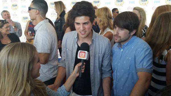 Tonight @smosh told @ijustine the internet is taking over. #TeenChoiceAwards I agree #TeamInternet http://t.co/J6hYVQ3O6X