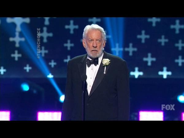#DonaldSutherland wins Choice Movie Villain! #PresidentSnow #TeenChoice #TCAs2014 #HungerGames http://t.co/9yFvvDZLwL