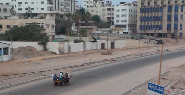 Venturing out on #gaza road first day light of another 72 hour c/fire http://t.co/Djz4oCzf1L