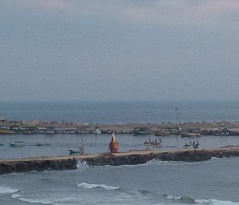 First light of another cease fire #gaza fisherman heading back out to sea http://t.co/Xo8uNqWKC7