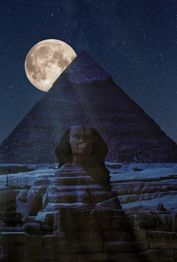 By far the best #SuperMoon photo from the #pyramids of #Egypt thanks to @Razarumi @FarhanKVirk #photography http://t.co/0wTn5CU9yi