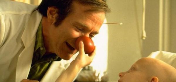En Fín, los médicos te agradecemos por esto #RobinWilliams porque una sonrisa hace mas llevadera una enfermedad. http://t.co/K8wkXPiMZr