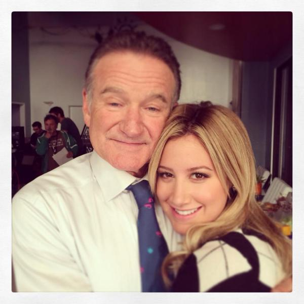 Sending love & prayers to the family of such an incredibly talented man. You will be missed. RIP Mr. @robinwilliams. http://t.co/e4fCdAEgRE